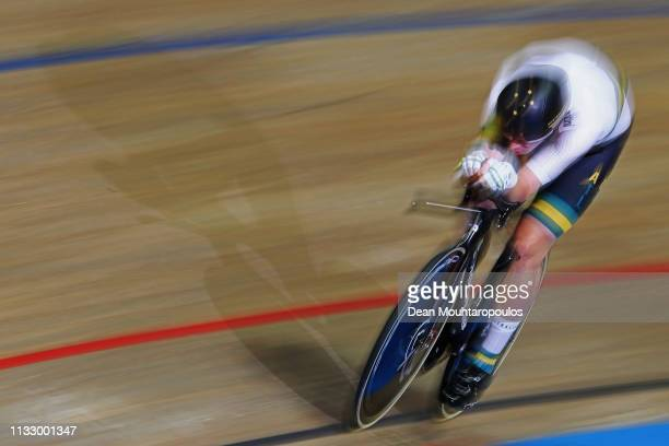 Alexander Porter of Australia competes in the Men's Individual Pursuit Qualifying race on day three of the UCI Track Cycling World Championships held...
