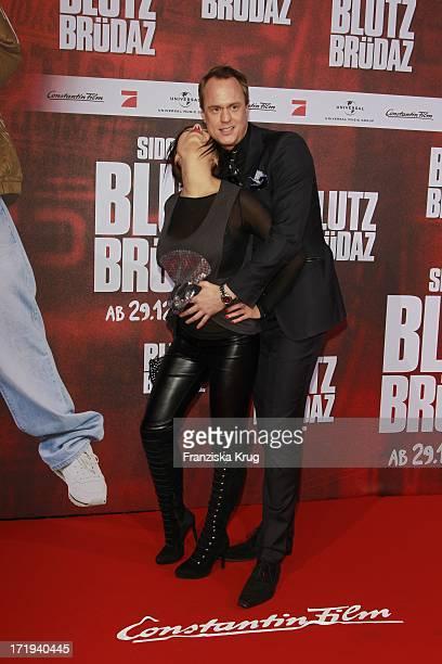 Alexander Posth Mit Freundin Anastasia Abasova Bei Der Premiere Des Kinofilms Blutzbrüdaz Im Cinestar Potsdamer Platz In Berlin