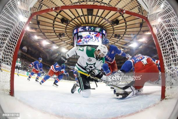 Alexander Radulov of the Dallas Stars looks for the puck alongside Ondrej Pavelec of the New York Rangers at Madison Square Garden on December 11...