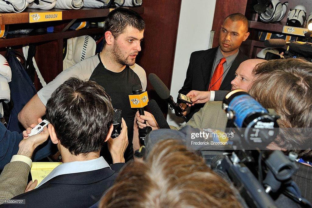 Detroit Red Wings v Nashville Predators - Game Five : News Photo