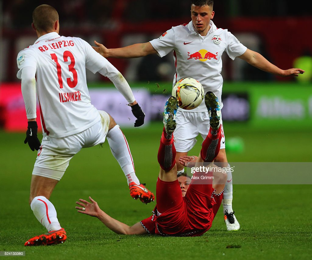 Alexander Ring (C) of Kaiserslautern is challenged by Stefan Ilsanker #13 and Diego Demme of Leipzig during the Second Bundesliga match between 1. FC Kaiserslautern and RB Leipzig at Fritz-Walter-Stadion on April 25, 2016 in Kaiserslautern, Germany.