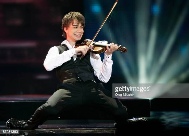 Alexander Rybak representing Norway performs during the Eurovision Song Contest 2009 second Semi Final at Olimpiysky Arena on May 14 2009 in Moscow...