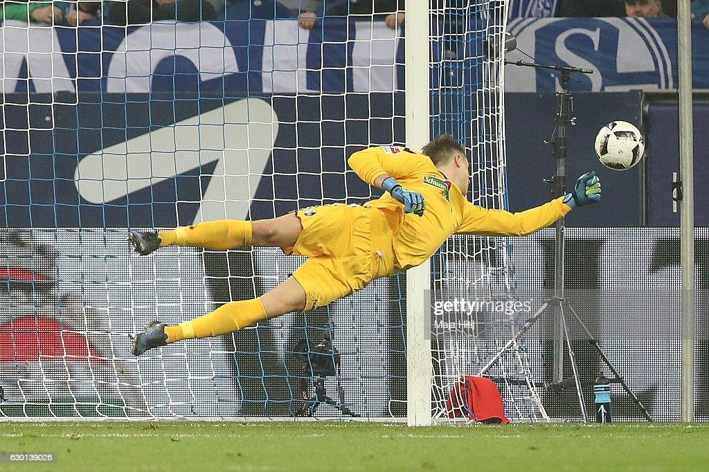 FC Schalke 04 v SC Freiburg - Bundesliga : News Photo