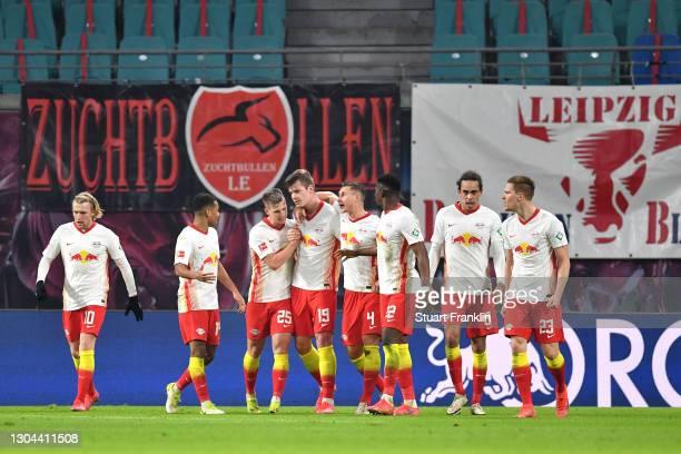 Alexander Sorloth of RB Leipzig celebrates with teammates Emil Forsberg, Tyler Adams, Dani Olmo, Willi Orban, Nordi Mukiele, Yussuf Poulsen and...