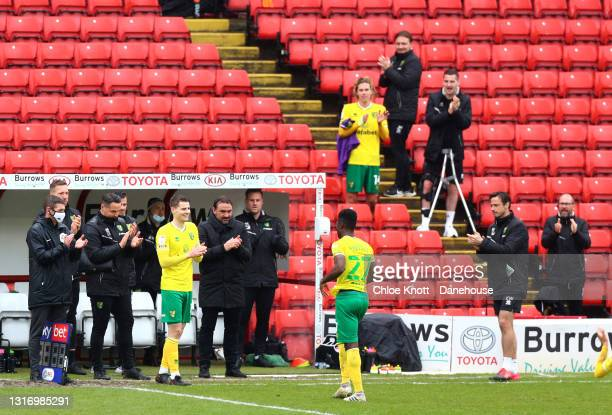 Alexander Tettey of Norwich City is applauded by his team after being substituted off during the Sky Bet Championship match between Barnsley and...