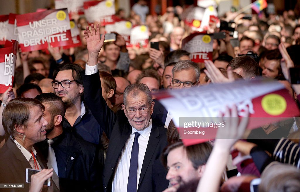Austrians Vote In Rerun Of Presidential Election : News Photo