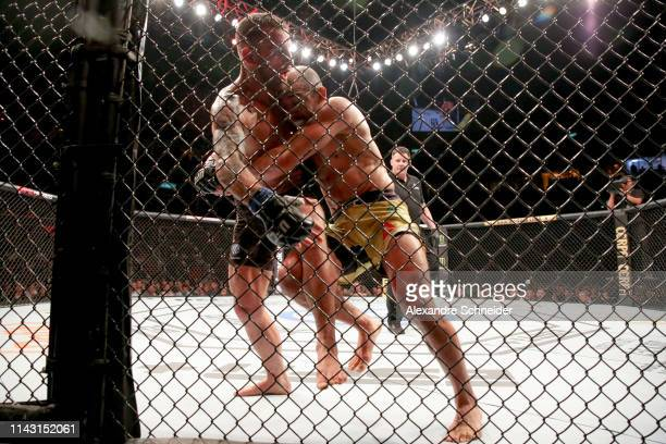 Alexander Volkanovski of Australia and Jose Aldo of Brazil in action in their Featherweight bout during the UFC 237event at Jeunesse Arena on May 11...
