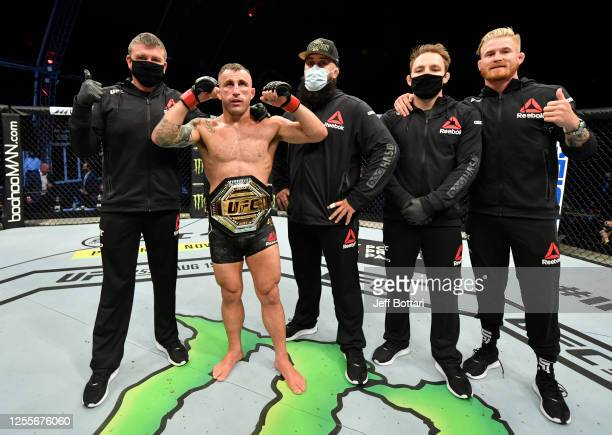 Alexander Volkanovski of Australia celebrates after his split-decision victory over Max Holloway in their UFC featherweight championship fight during...