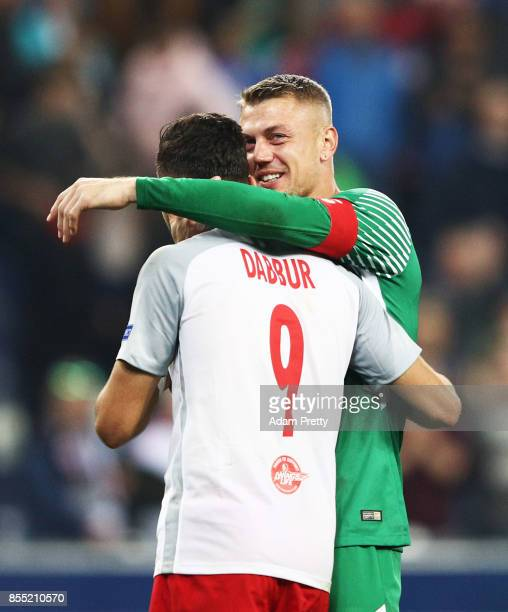 Alexander Walke of Red Bull Salzburg celebrates victory with Munas Dabbur of Red Bull Salzburg during the UEFA Europa League group I match between RB...