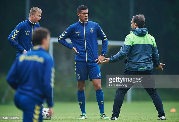 Alexander Zorniger head coach of Brondby IF speaks to Mads Juel Andersen and Joel Kabongo during the Brondby IF training session at Brondby Stadion...