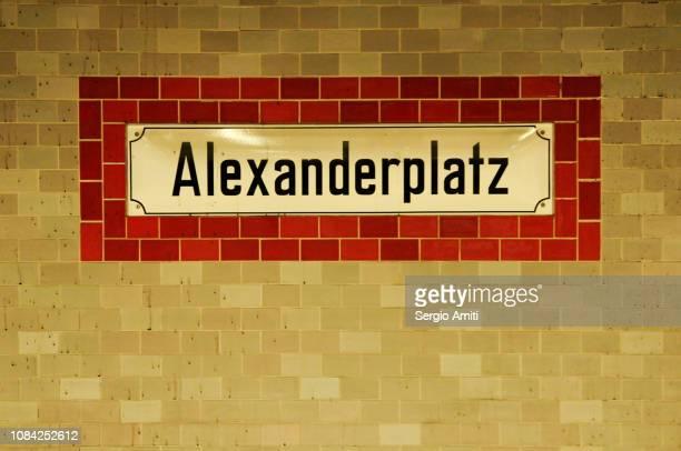 """""""alexanderplatz"""" sign - u bahnstation stock-fotos und bilder"""