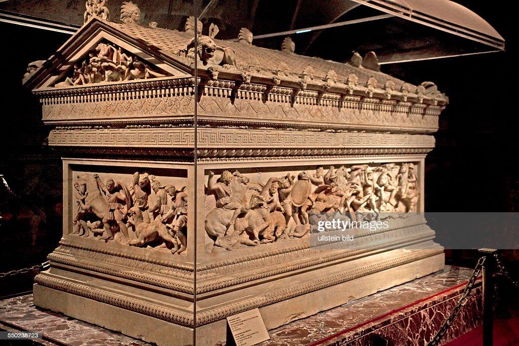 Alexandersarkophag aus der koeniglichen Nekropole von Sidon -  Archaeologisches Museum : Nachrichtenfoto