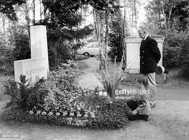 Doris Nefedov*Singer Pop Music Germanyson Alexander and her husband Nikolai standing at her grave at the Westfriedhof in Munich 1971