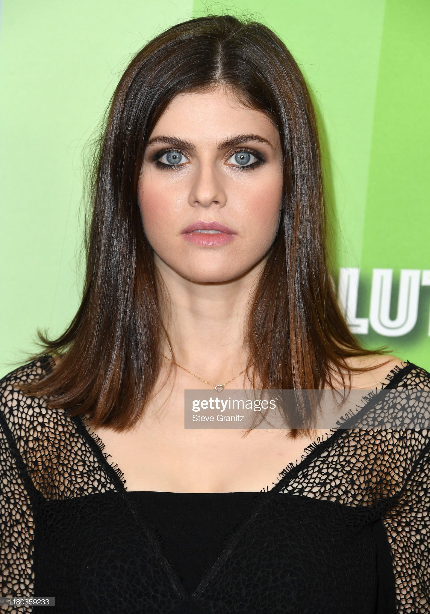 Ojos azules - personas famosas con los ojos de color AZUL Alexandra-daddario-arrives-at-the-amfar-gala-los-angeles-at-milk-on-picture-id1180359233?s=2048x2048