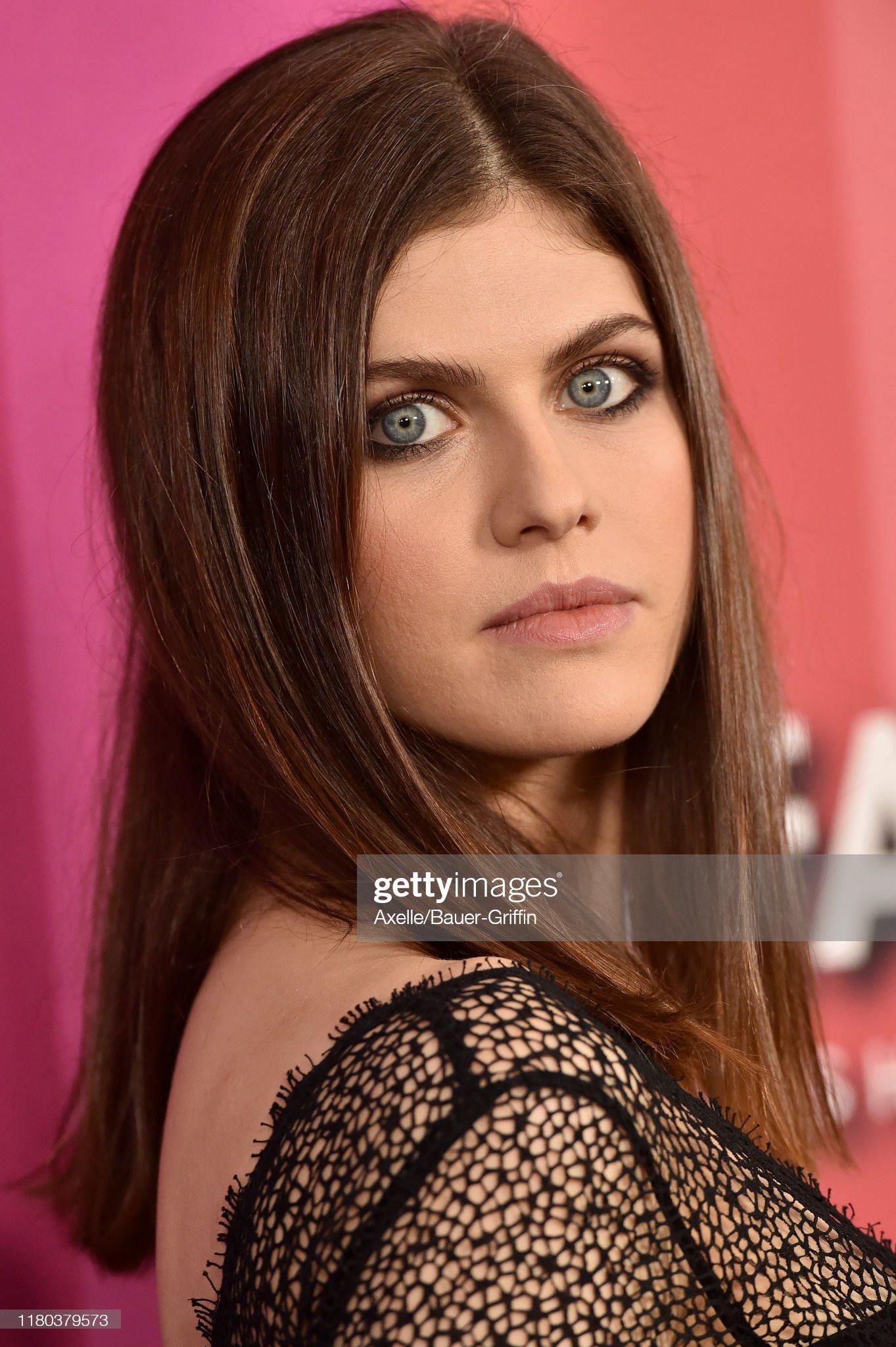 Ojos azules - personas famosas con los ojos de color AZUL Alexandra-daddario-attends-the-2019-amfar-gala-los-angeles-at-milk-picture-id1180379573?s=2048x2048