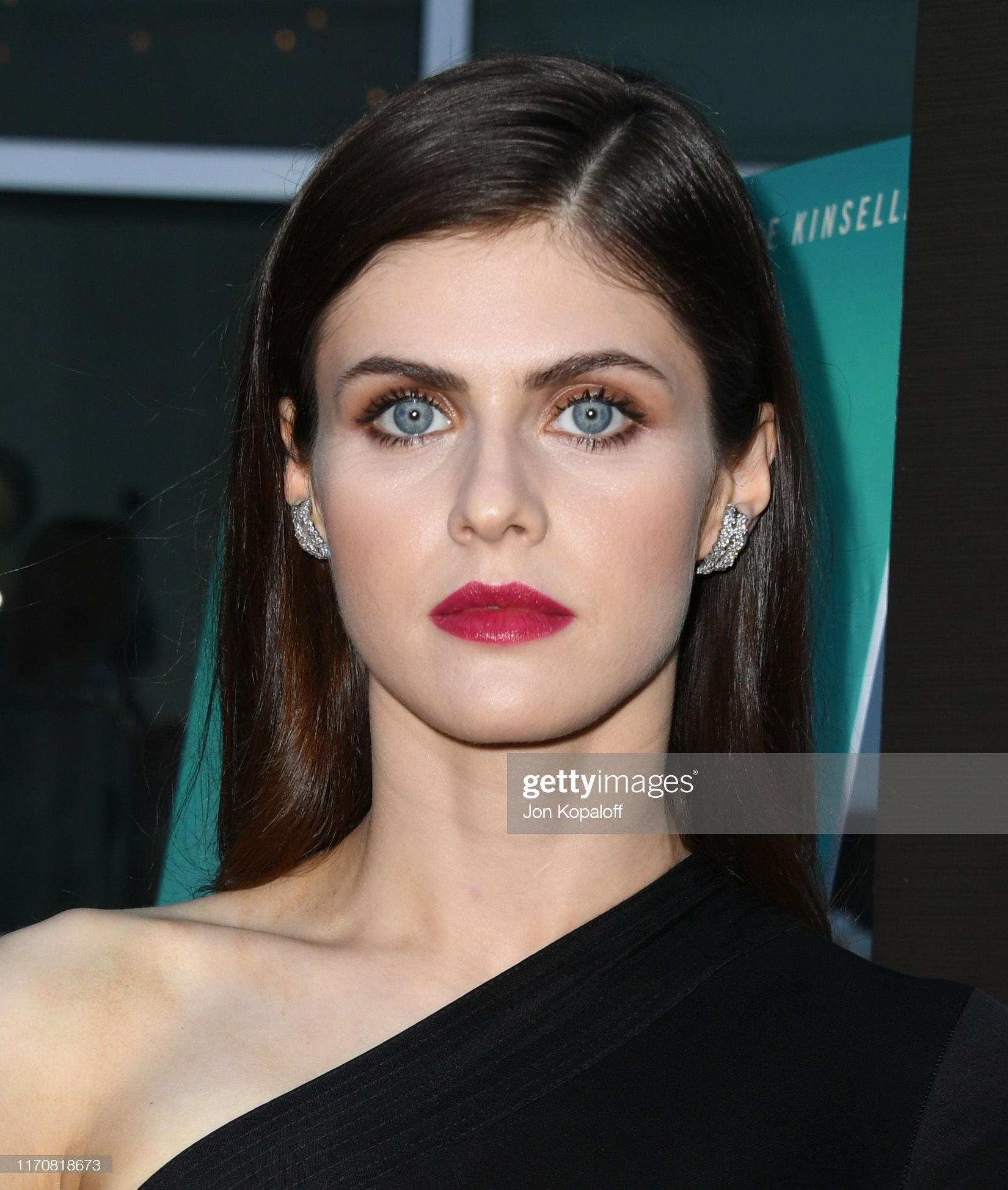 Ojos azules - personas famosas con los ojos de color AZUL Alexandra-daddario-attends-the-premiere-of-vertical-entertainments-picture-id1170818673?s=2048x2048
