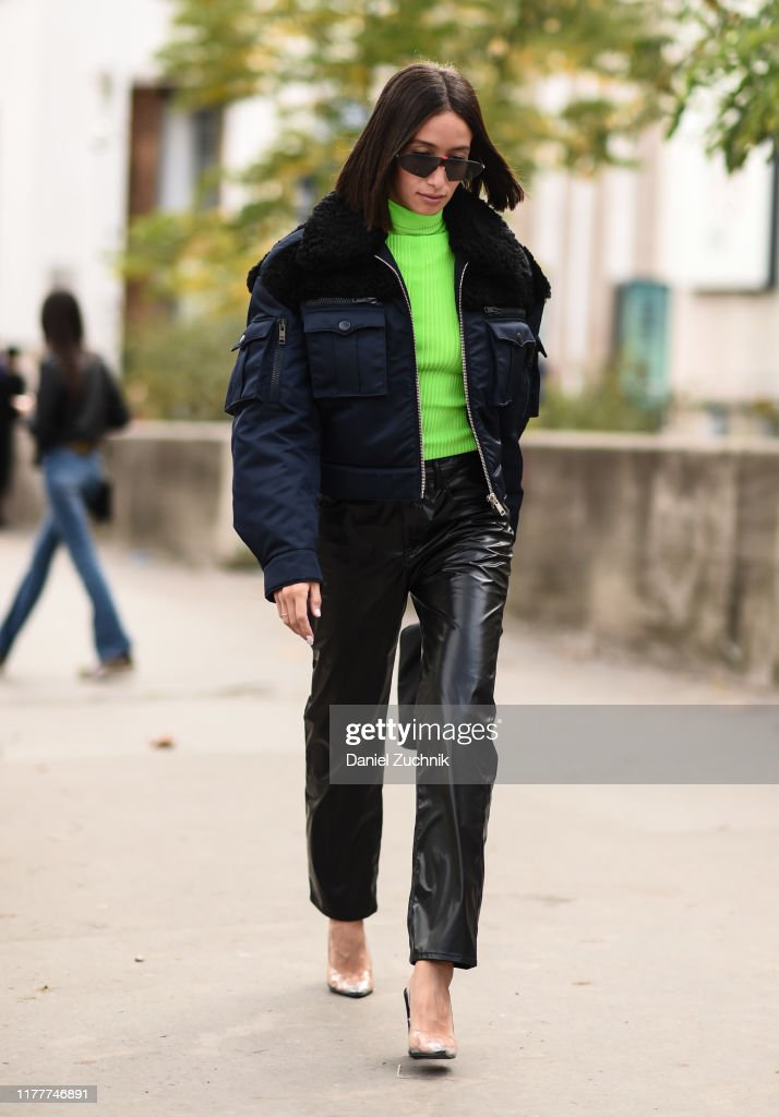 Street Style : Paris Fashion Week - Womenswear Spring Summer 2020 : Day Six : News Photo