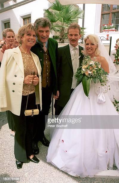 Alexandra Hofmann Ehemann Dietmar Geiger Marianne Hartl Michae Hartl Hochzeit von Alexandra Hofmann Kirche StMartin/Meßkirch/BadenWürttemberg Blumen...