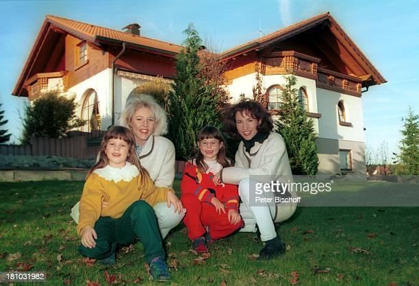 Alexandra Hofmann Schwester Anita Hofmann Cousinen Diana und Melanie Messkirch Haus Garten Familie Volksmusik Sängerin Musikerin Gesangsduo...