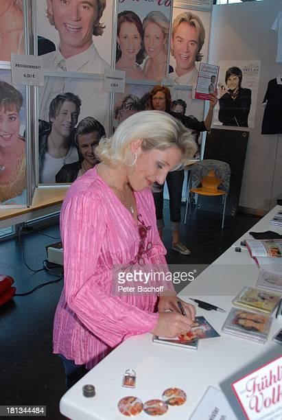 Alexandra Hofmann Tournee Das Frühlingsfest der Volksmusik 2007 Halle 7 Stadthalle Bremen Deutschland Autogrammstunde Sängerin