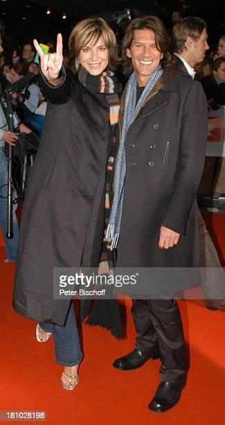 Alexandra Kamp Freund Tertius Meintjes Verleihung 'Echo 2004' Berlin 'ICC' roter Teppich Promis Prominente Prominenter
