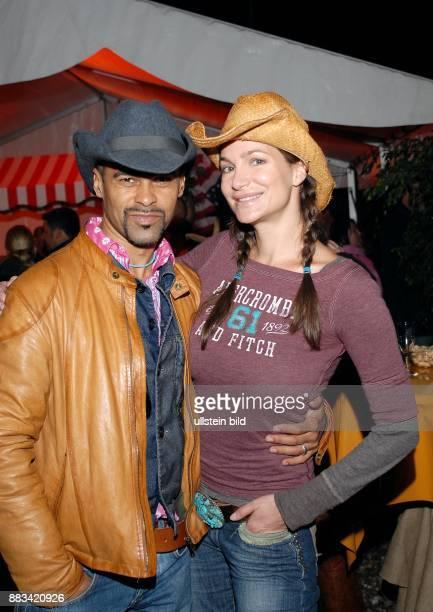 Alexandra Kamp Schauspielerin D mit Freund Lourenco Homem Taenzer bei der 'Winnetou I'Premiere in Bad Segeberg