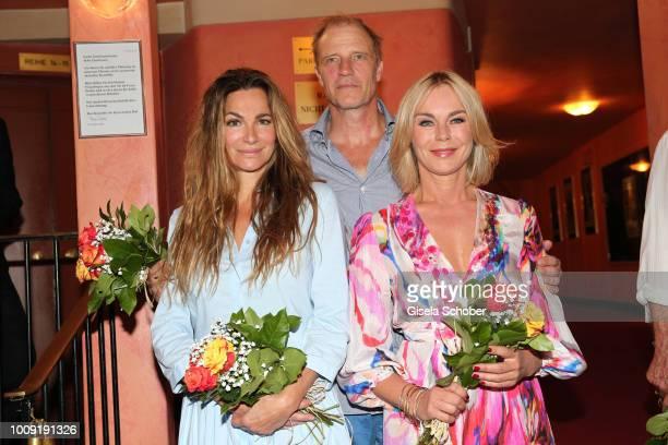 Alexandra Kamp Thorsten Nindel and Saskia Valencia during the premiere of 'Eine MittsommernachtsSexKomoedie' at Komoedie im Bayerischen Hof on August...