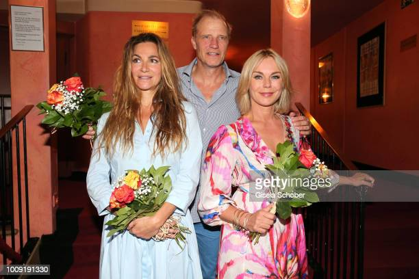 Alexandra Kamp Thorsten Nindel and Saskia Valencia during the premiere of 'Eine MittsommernachtsSexKomoedie' at Komoedie im Bayerischen Hof on August...