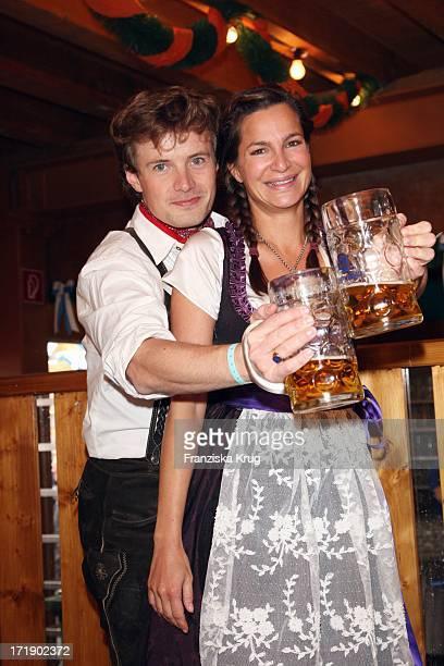 Alexandra Kamp Und Freund Michael Von Hassel Im Schützenfestzelt Bei 'Frühstück Bei Tiffany' Am 200908