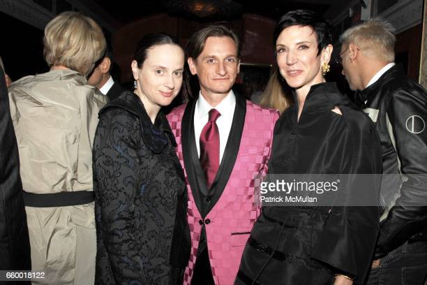 Alexandra Kotur Hamish Bowles and Amy Fine Collins attend Lighthouse International POSH Preview Benefit Dinner at Doubles Club on May 12 2009 in New...