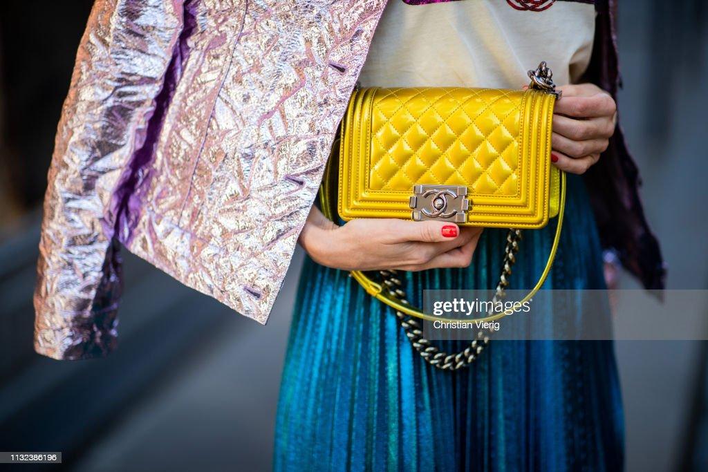 Street Style - Paris Fashion Week Womenswear Fall/Winter 2019/2020 : Day One : Photo d'actualité