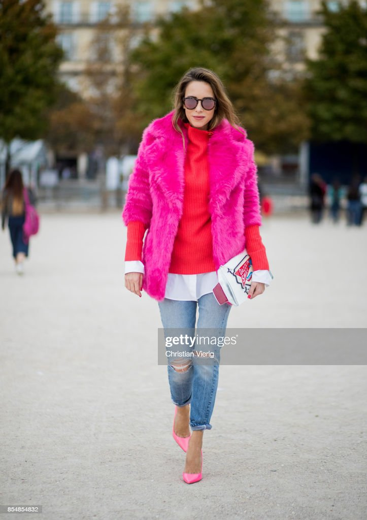 Street Style : Paris Fashion Week Womenswear Spring/Summer 2018 : Day Two