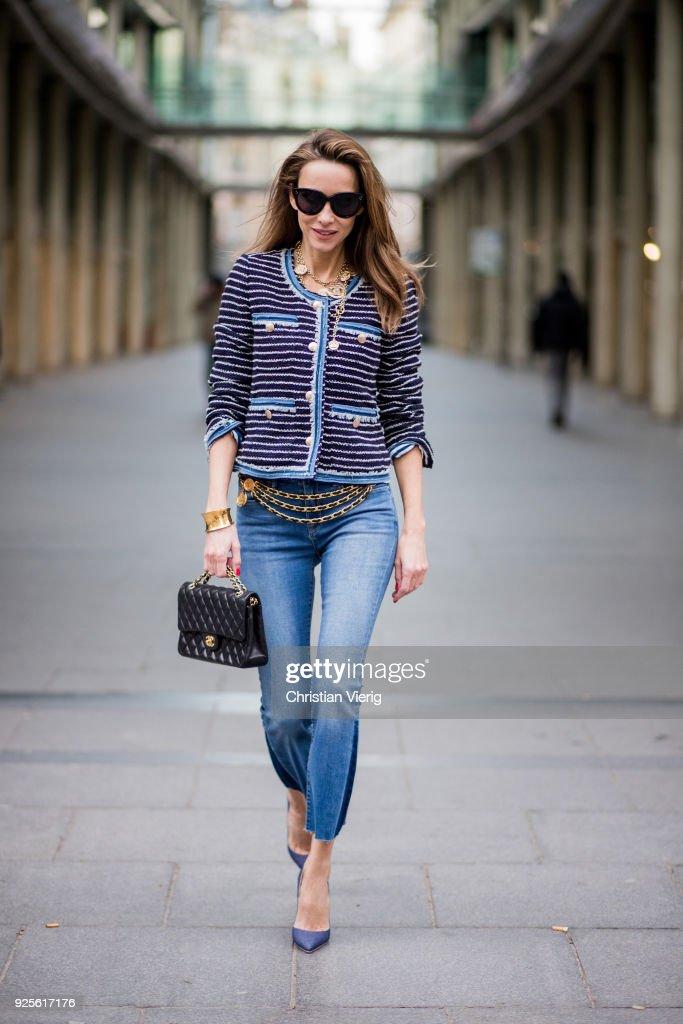 Street Style : Paris Fashion Week Womenswear Fall/Winter 2018/2019 : Day Two : News Photo