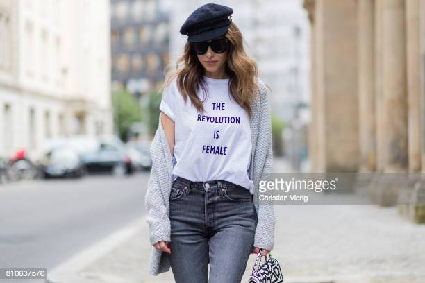 Alexandra Lapp wearing a TShirt from HM printed with The Revolution Is Female a high waist nonstrech denim fivepocket 501 skinny jeans from Levis in...