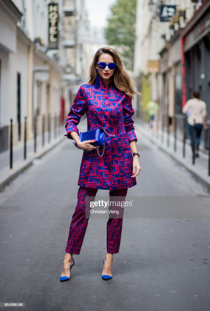 Street Style : Paris Fashion Week Womenswear Spring/Summer 2018 : Day One