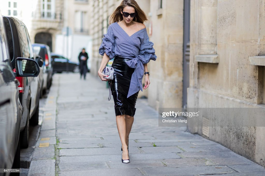 Street Style : Day Four- Paris Fashion Week Womenswear Fall/Winter 2017/2018 : News Photo