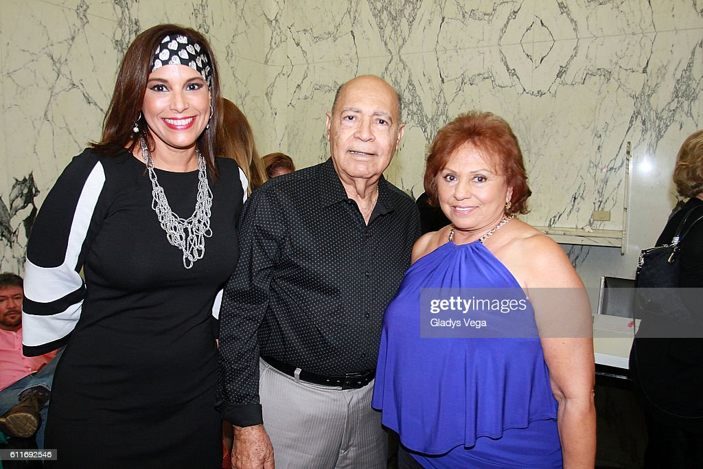 Julio Iglesias In Concert : News Photo