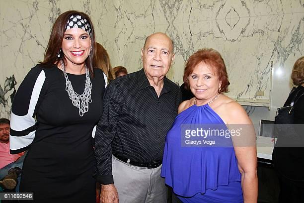 Alexandra Malagon Gilberto Santa Rosa Sr and Graciela Santa Rosa attend Julio Iglesias in Concert on September 30 2016 in San Juan Puerto Rico