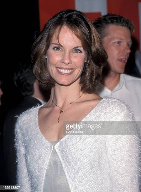 Alexandra Paul and Ian Murray at the Premiere of 'EDtv' Universal Ampitheater Universal City