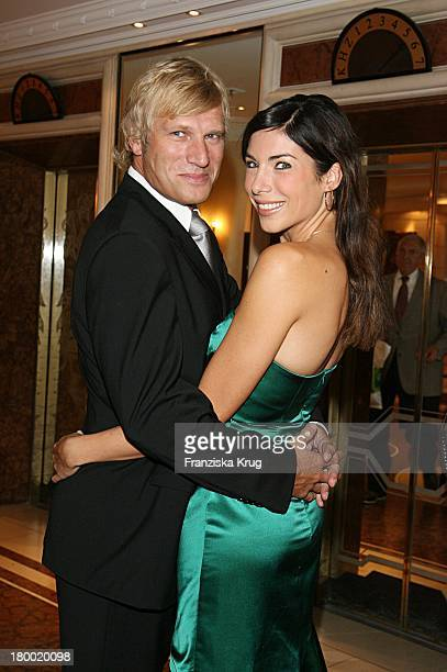 Alexandra Polzin Und Ihr Freund Gerhard Leinauer Bei Der United People Charity Night2006 Zugunsten PowerChild Im Hotel Bayrischen Hof In München
