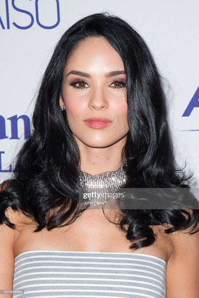 http://media.gettyimages.com/photos/alexandra-pomales-attends-premiere-of-new-telemundo-productions-sin-picture-id577915968