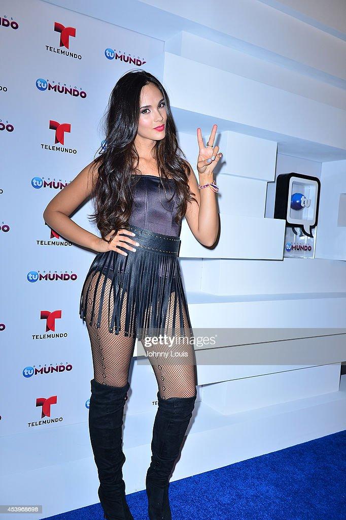http://media.gettyimages.com/photos/alexandra-pomales-poses-backstage-at-telemundos-premios-tu-mundo-at-picture-id453968698