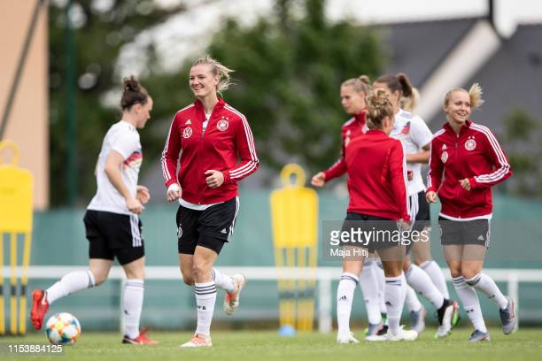 Alexandra Popp and players warm up during a training session of the German women's national football team on June 05 2019 in Bruz France Germany will...