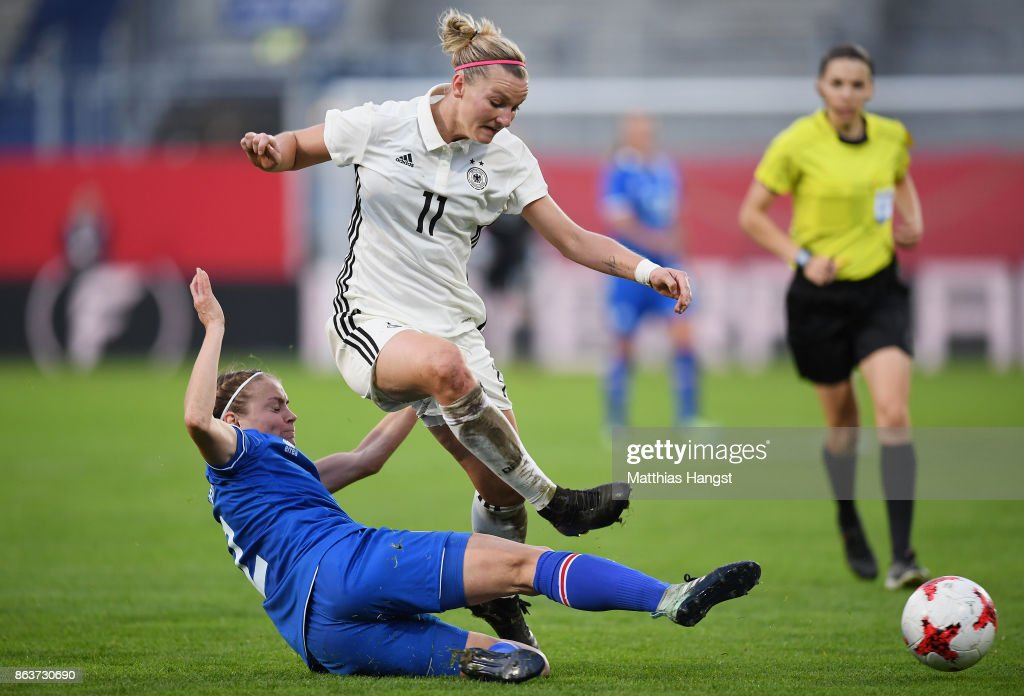 Germany Women's v Iceland Women's - 2019 FIFA Women's World Championship Qualifier : News Photo