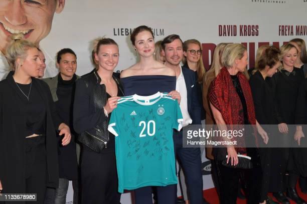 Alexandra Popp of Germany women's soccer team actress Freya Mavor David Kross and Germany women's soccer team during the premiere of the film...