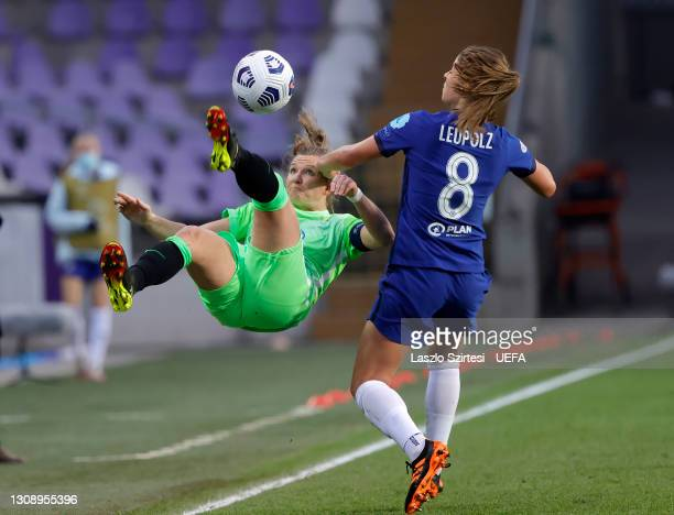Alexandra Popp of VfL Wolfsburg attempts an overhead kick whilst under pressure from Melanie Leupolz of Chelsea during the First Leg of the UEFA...