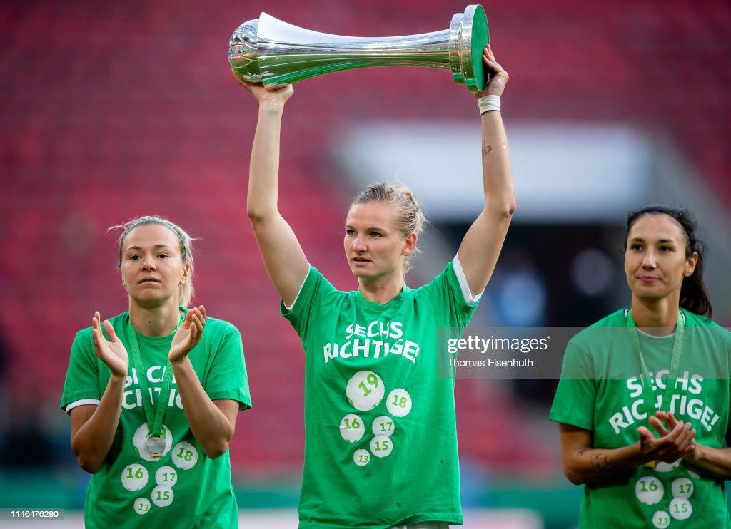 VfL Wolfsburg Women's v SC Freiburg Women's - Women's DFB Cup Final : ニュース写真