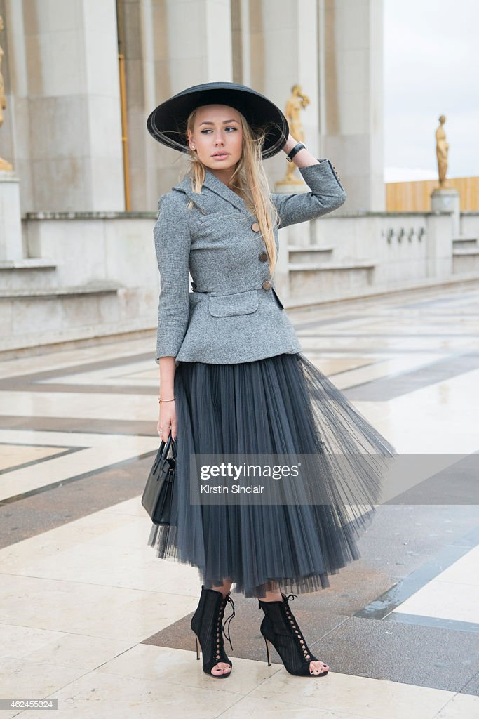 Street Style - Day 4 - Paris Fashion Week : Haute Couture S/S 2015 : News Photo