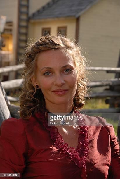 """Alexandra Reimer-Duffy, Portrait, geb.: 7. März 1972, Sternzeichen: Fische, neben den Dreharbeiten zur ZDF-Reihe """"Im Tal der wilden Rosen"""", Folge 4:..."""