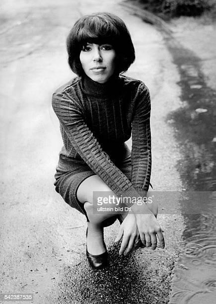 Alexandra Singer Germany*3107 Juli 1969nee Doris Nefedov Photographer Gert Kreutschmann Published by 'Berliner Morgenpost' Vintage property of...